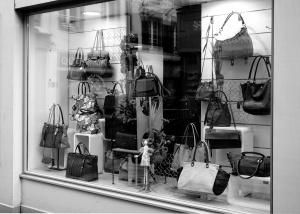 Online shopping vs. traditional shopping